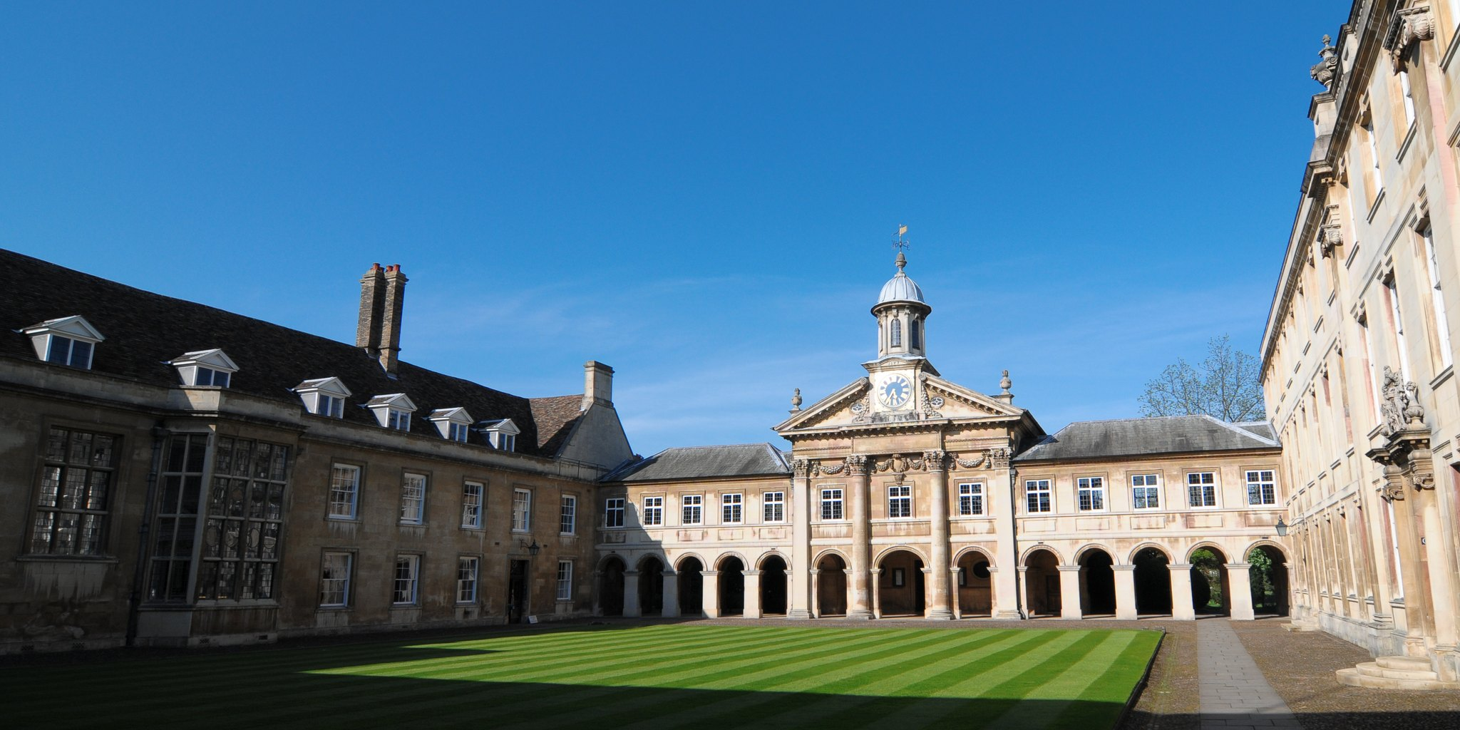 Cmglee_Cambridge_Emmanuel_College_Front_Court