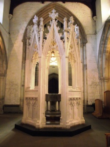 The font enclosure c.1330 in Luton (Bedfordshire)