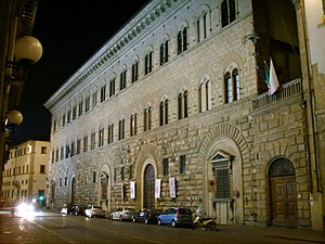 300px-Palazzo_Medici_Riccardi_by_night_01